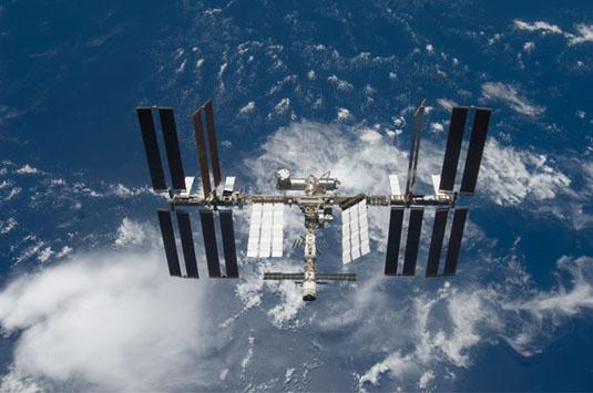 Unos sencillos pasos para ver la ISS pasar por encima Iss_portada23
